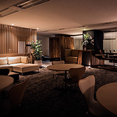 <p class='en'> 										The lounge: At night, the lounge can become a space to communicate with a drink in hand by dimming the lights 									</p>