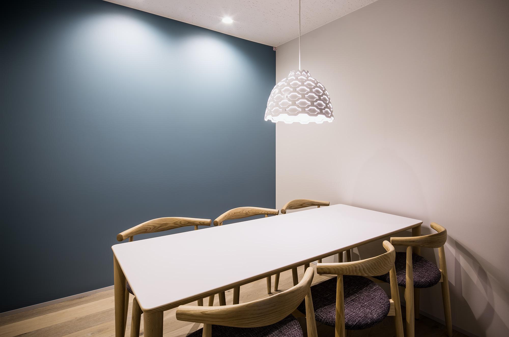 会議室: 北欧デザインをテーマとしたインテリアです