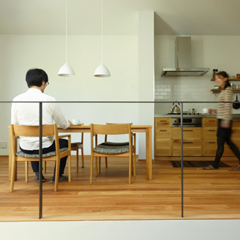 <p class='en'> 										The dining room and the kitchen:  										designed by KitoBito 									</p>