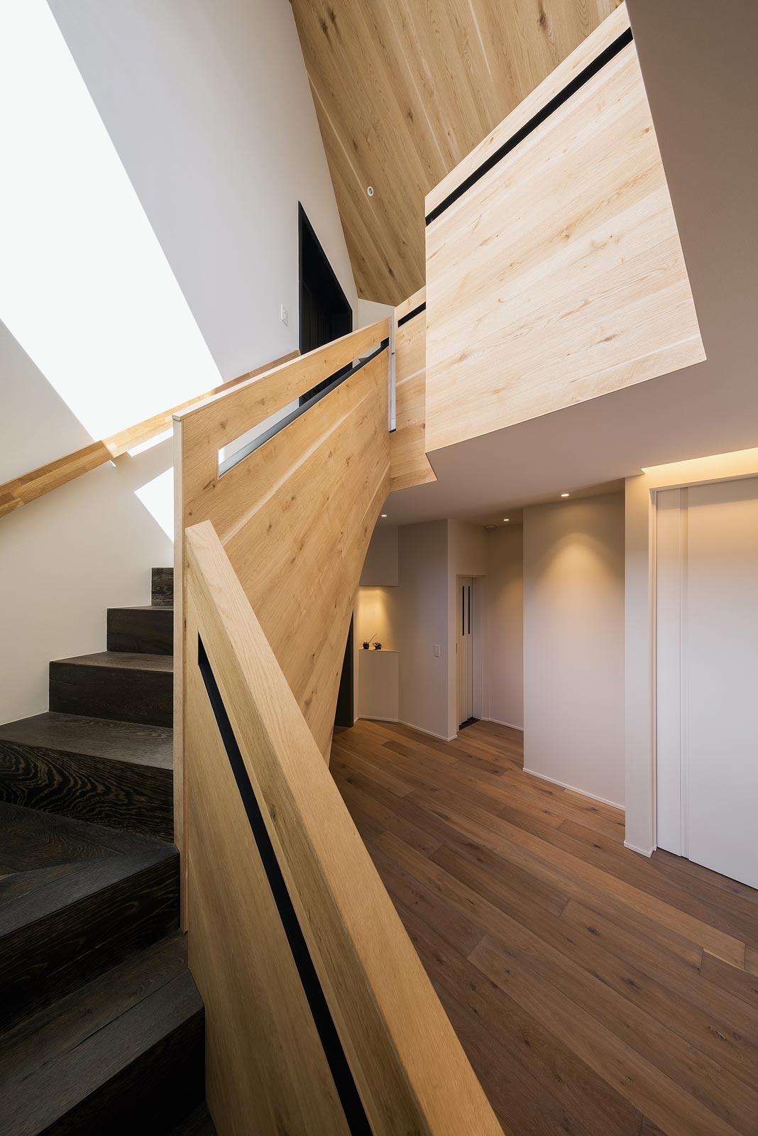 <p> 2階への階段 </p>