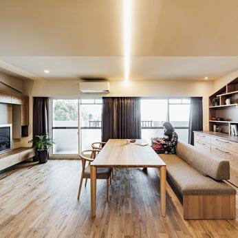 <p> LDK:壁際にキッチンを配することにより、広い空間に </p>