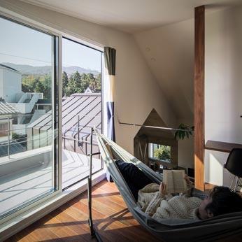 <p> 3階:お月見ができるバルコニーのある部屋は、将来主寝室になる予定です </p>