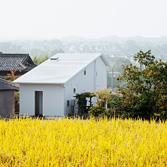 <p> 敷地の周囲には田園風景がひろがっています </p>