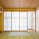 <p> ふたつの家族が集う8帖の和室: 右手側は親世帯の住まい。デザインされた障子で仕切られています </p>