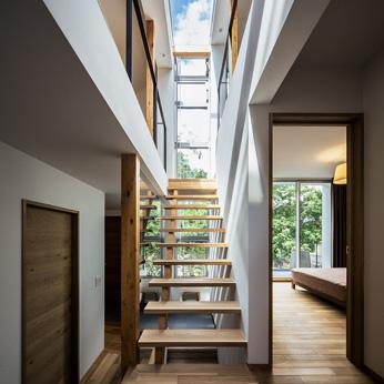 <p> クレバス:屋内にいても、戸外の空や緑に包まれている感覚を味わえる空間になりました </p>