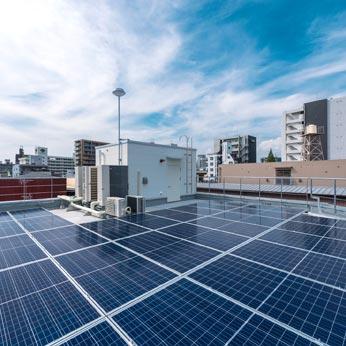 <p> 屋上階太陽電池パネル </p>