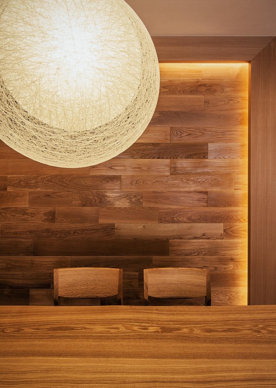 LDK: 照明のペンダントは伊東豊雄デザインのMAYUHANA